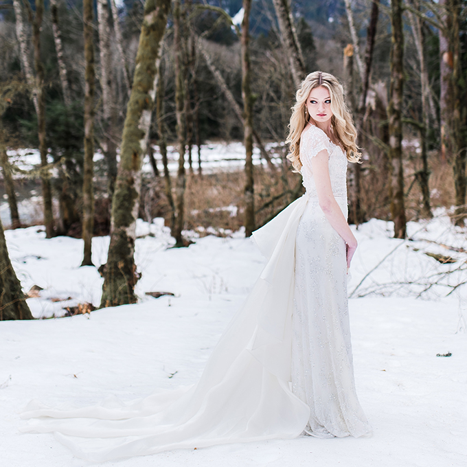What a gorgeous and inspiring snowy wedding shoot