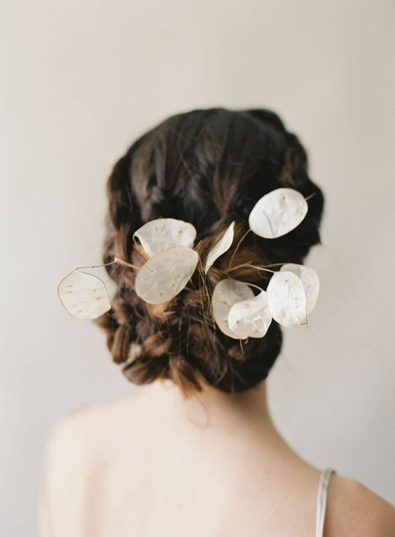 add some lunaria to your hairstyle to make it airy, unique and totally beautiful