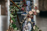 10 The wedding cake was a real masterpiece inspired by galaxies, with dried herbs and blooms
