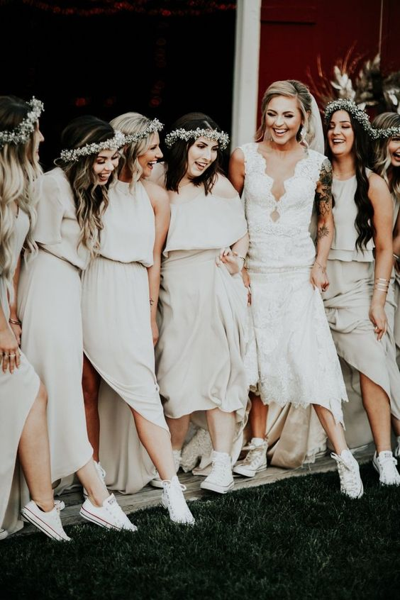 all the girls wearing white Converse sneakers for maximal comfort and a touch of casual on the big day