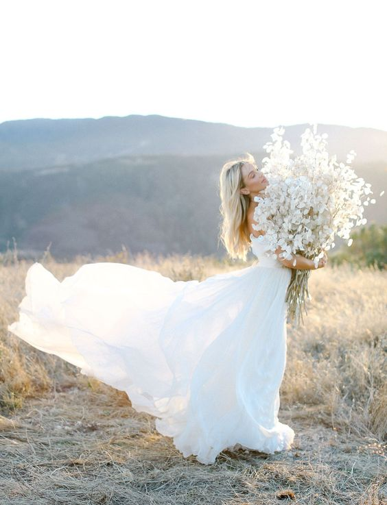 an oversized lunaria wedding bouquet is a chic idea to rock, it doesn't require anything else