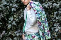 15 a bright watercolor floral print, a white shirt and an emerald tie for a romantic spring or summer look