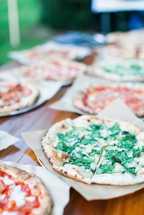 choose and serve all your favorite pizza types to make your guests happy and your catering more personalized