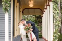 01 This bright and intimate elopement shoot inspires couples to elope and do that with style and retro touches