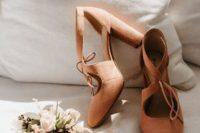 02 rust-colored cutout suede wedding shoes with comfortable block heels are great to add a vintage touch