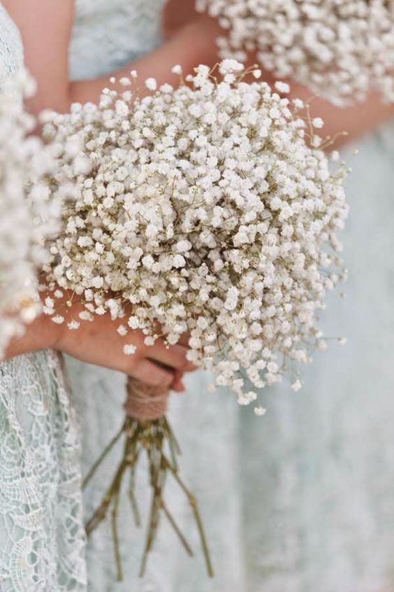 a baby's breath bridesmaid bouquet isn't only classics, now it's a hot trend