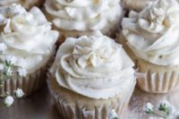 03 vegan gluten-free vanilla cupcakes topped with edible silver glitter is a cute idea for a vegan wedding