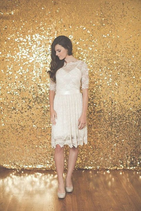 a gold sequin backdrop is a timeless idea, which works for New Year, winter, Christmas and glam weddings
