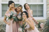 06 a pic of bridesmaids having fun before the wedding ceremony is priceless, forget all those traditional and boring portraits