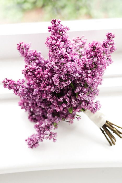 an aromatic lilac wedding bouquet is all you need to pull off your spring bridal look