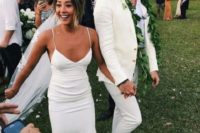 08 a creamy suit, a white shirt and white sneakers plus a greenery garland for a relaxed tropical groom's look