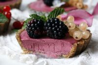 09 raw began blackberry tarts are grain-free, with almonds, cashews and pumpkin sees are fantastic