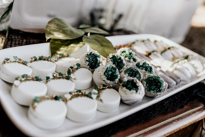 The wedding desserts were with emerald geodes, too