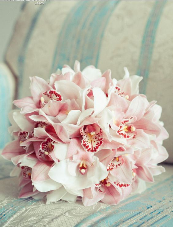 a simple and beautiful bouquet of pink orchids for a gorgeous and bold look