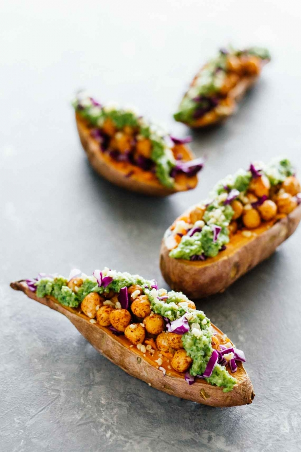 baked sweet potatoes with chickpeas and broccoli pesto is a gorgeous idea to substitute a usual salad