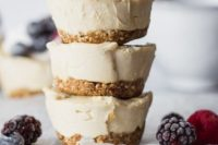 21 gluten-free and vegan mini cheesecakes with perfectly sweet lemon flavor and topped with fresh juicy berries