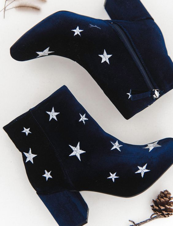navy boots with star embroidery are a nice idea for a celestial wedding with a strong boho feel