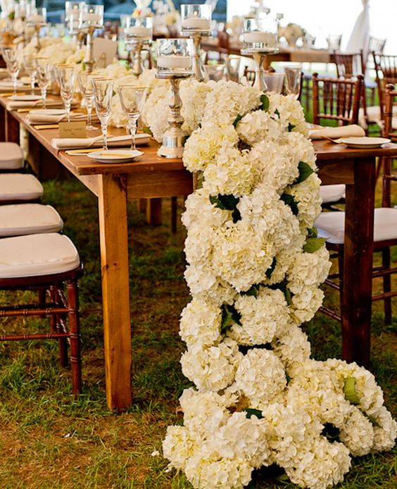 a super ivory hydrangea floral table runner is a great idea for a wow effect for every wedding season