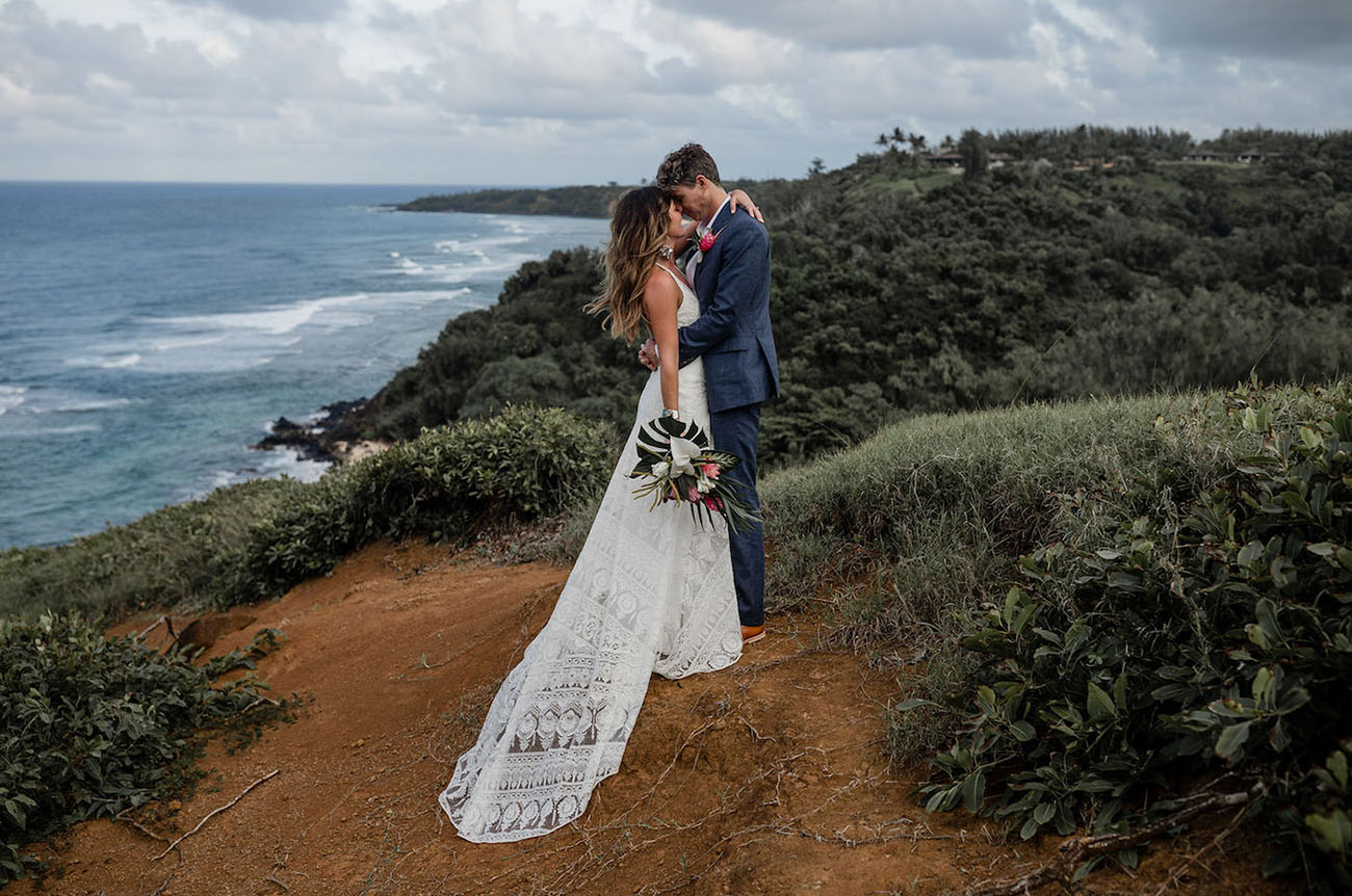 This couple decided to tie the knot in Hawaii, and their wedding was done with surfer chic