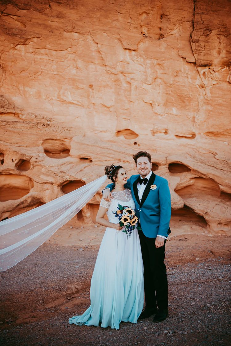 This teal and turquoise wedding was a fully vegan one and took place in Vegas, around red rocks