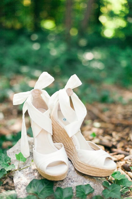 white peep toe wedding wedges with large bows and neutral wicker platforms for a rustic feel
