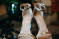 04 Look at these glam sparkly shoes and statement earrings, aren't they amazing