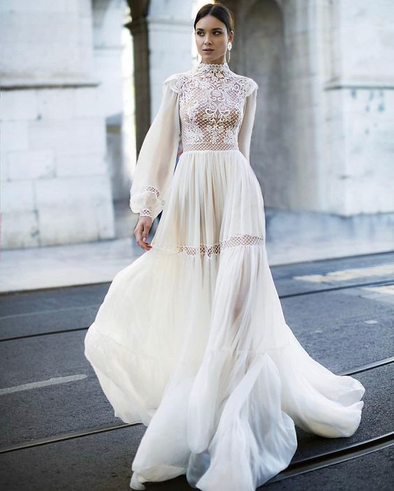 Vintage Wedding Dresses Under 1000: 25 Turtleneck Wedding Dresses For Modern Brides