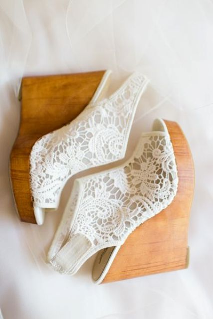white lace wedge booties with wooden platfors and peep toes is a gorgeous boho chic idea