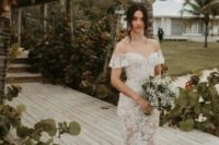 21 a beautiful and romantic lace off the shoulder fitting wedding dress with a small train