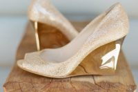 27 sparkly gold wedding wedges with peep toes and a shiny patterned heel for a catchy and bold look