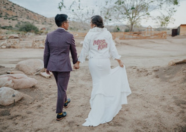 This couple went for a boho folksy wedding with a desert color palette