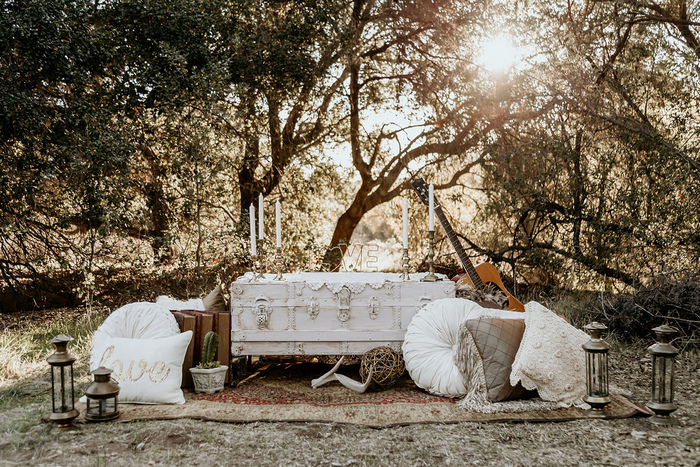 What beautiful and chic boho styling with candles, pillows and lanterns