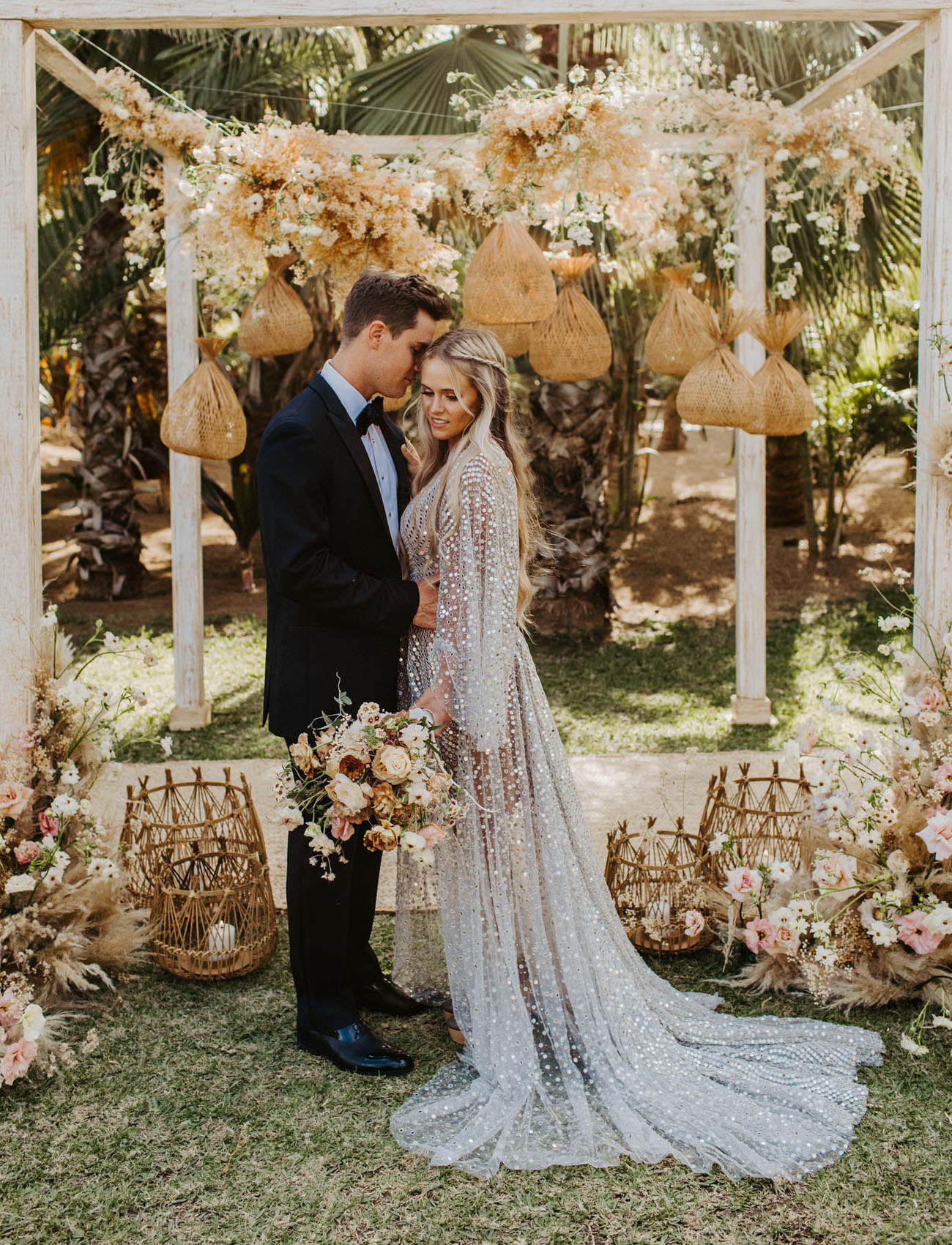 This tropical boho wedding shoot is a gorgeous source of inspiration for those of you who are looking for ideas for a tropical wedding