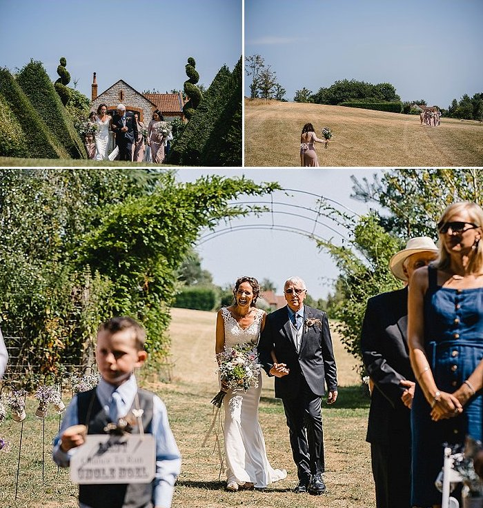 The bride was wearing a chic lace mermaid wedding dress with a V-neckline and thick straps