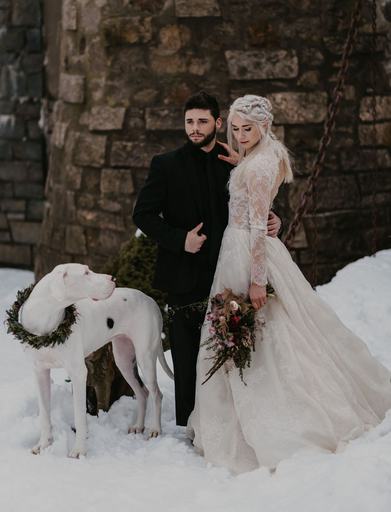 Jon Snow styled modern groom in a full black outfit is a gorgeous idea for your wedding