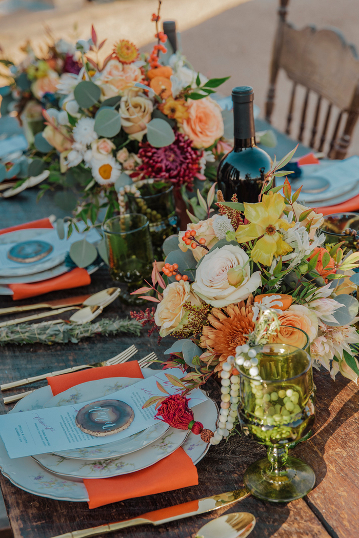 Boho touches were added with agate slices, floral print plates, green glasses and wooden beads