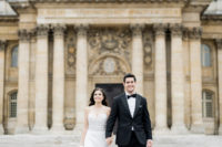 08 The couple went for a walk and portraits around the most romantic city in the world