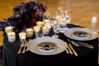 10 Lots of candles and elegant porcelain was done with chic