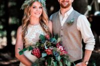01 This beautiful couple went for an all-sustainable wedding with lots of DIYs, macrame and boho touches