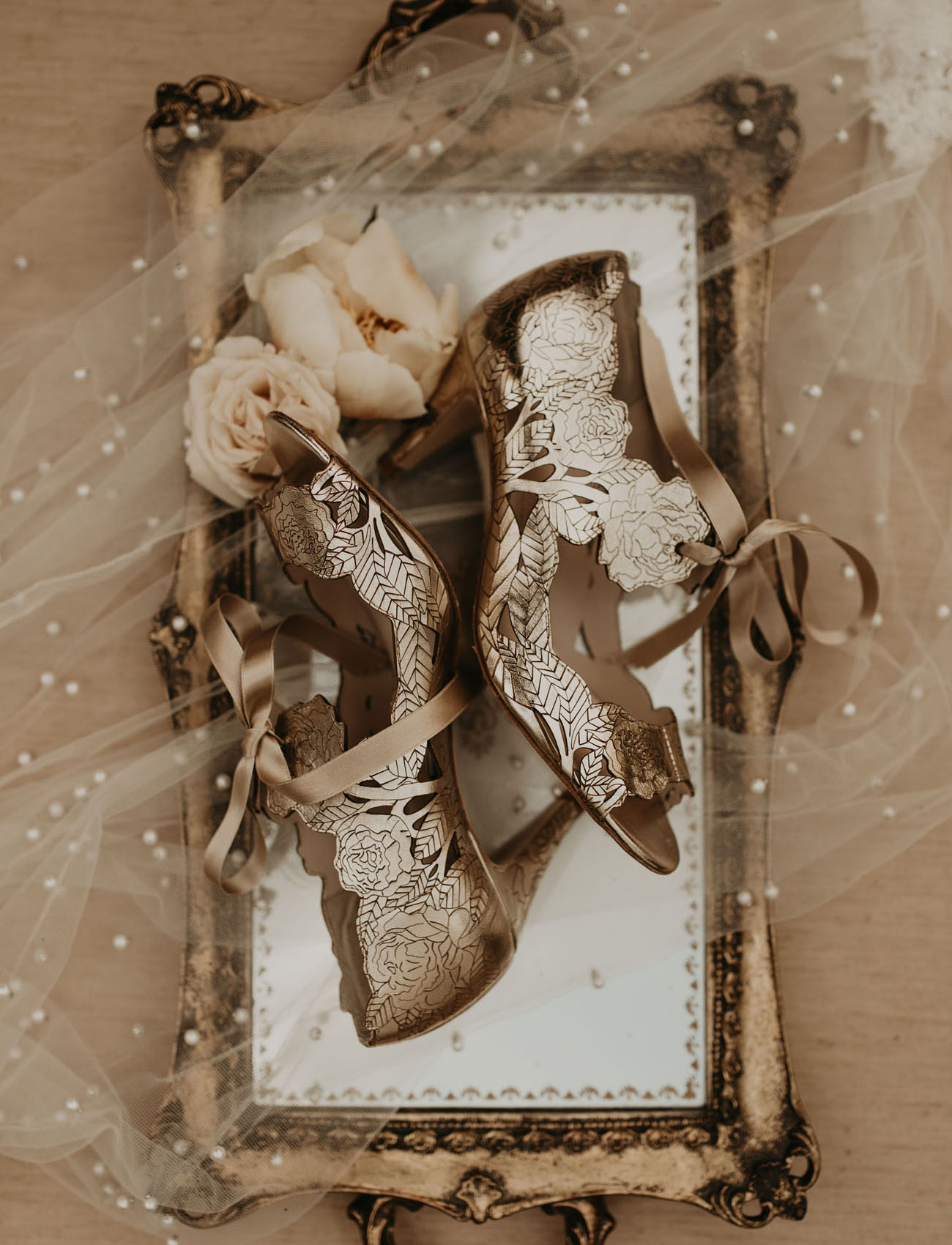 She was wearing amazing gold floral heels with bows to comeplete her sophisticated look