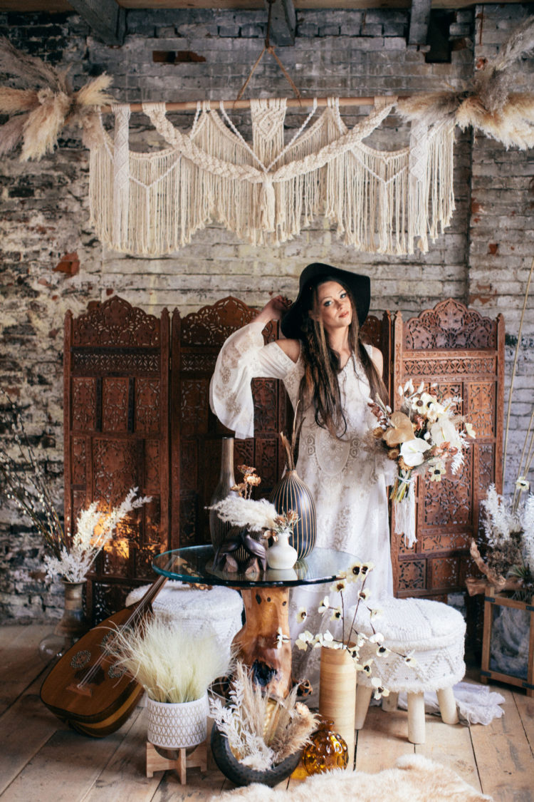 Macrame and pampas grass are a nice idea for decorating at a boho wedding