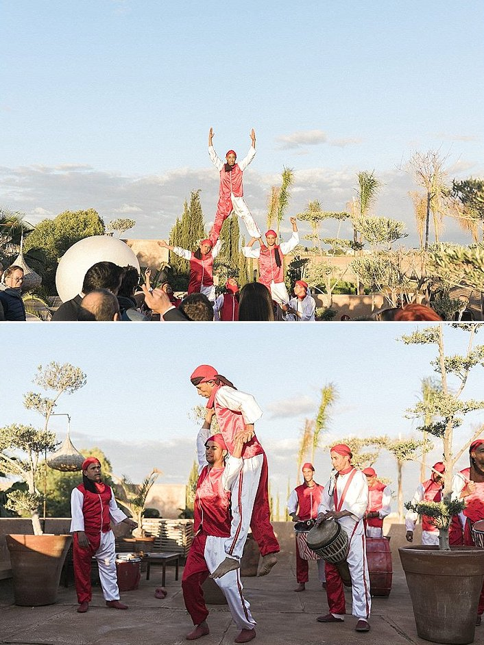 Traditional acrobats were also invited to entertain the guests and give a Moroccan fele to the wedding