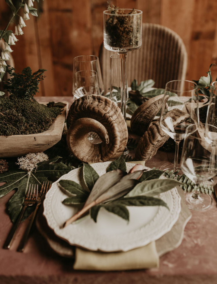 Moss, wooden bowls and oddities dotted the table setting and added chic