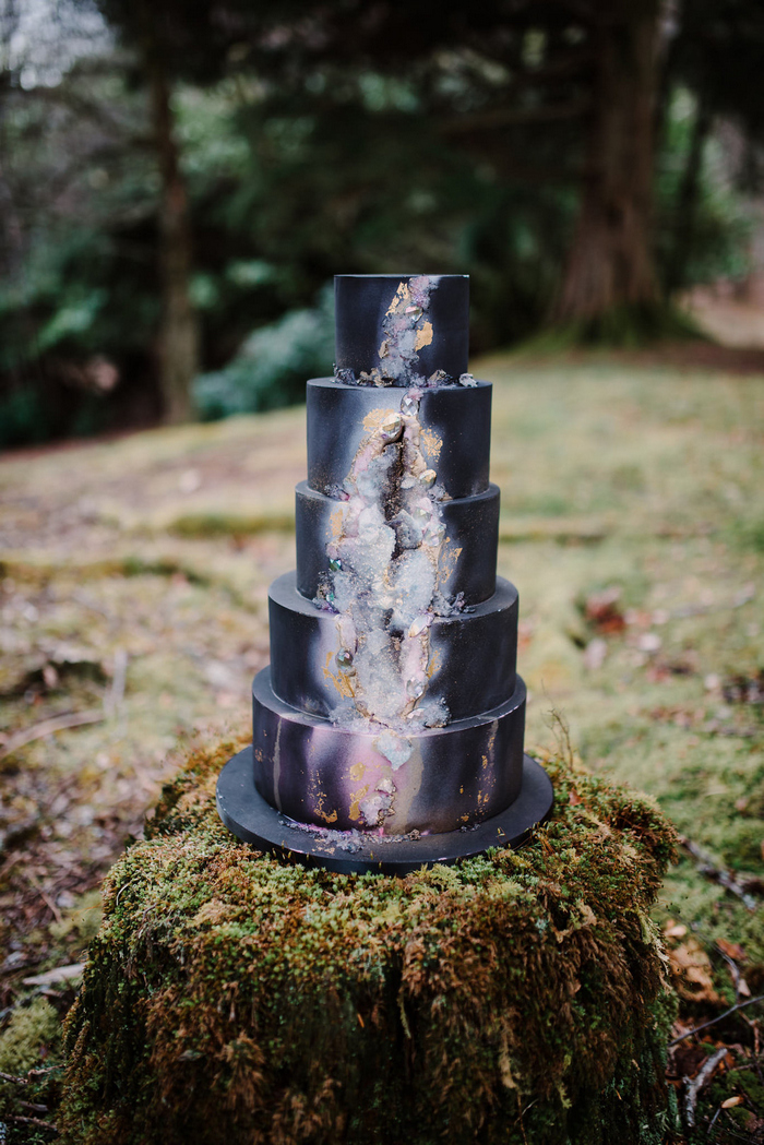 The wedding cake was an ombre one, with a geode touch for a trendy and chic feel