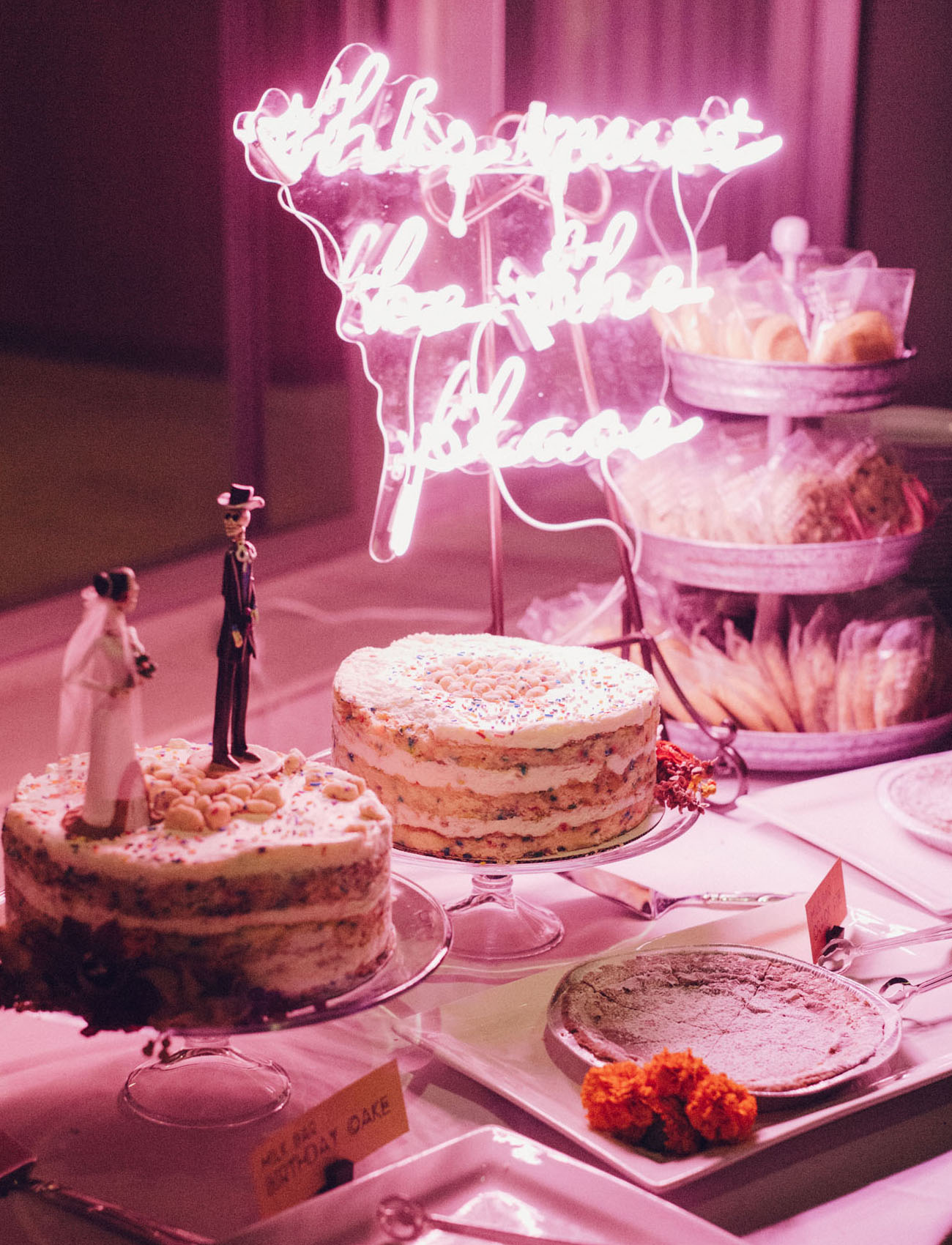 What a gorgeous dessert table done with a neon sign