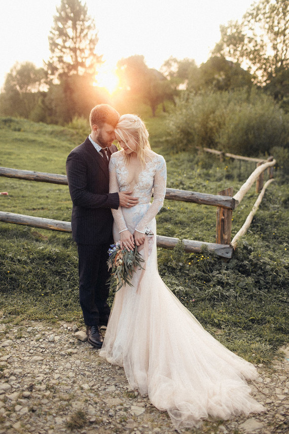 This beautiful couple went for a boho rustic wedding in a barn, with only 35 guests and a budget of 20,000 USD
