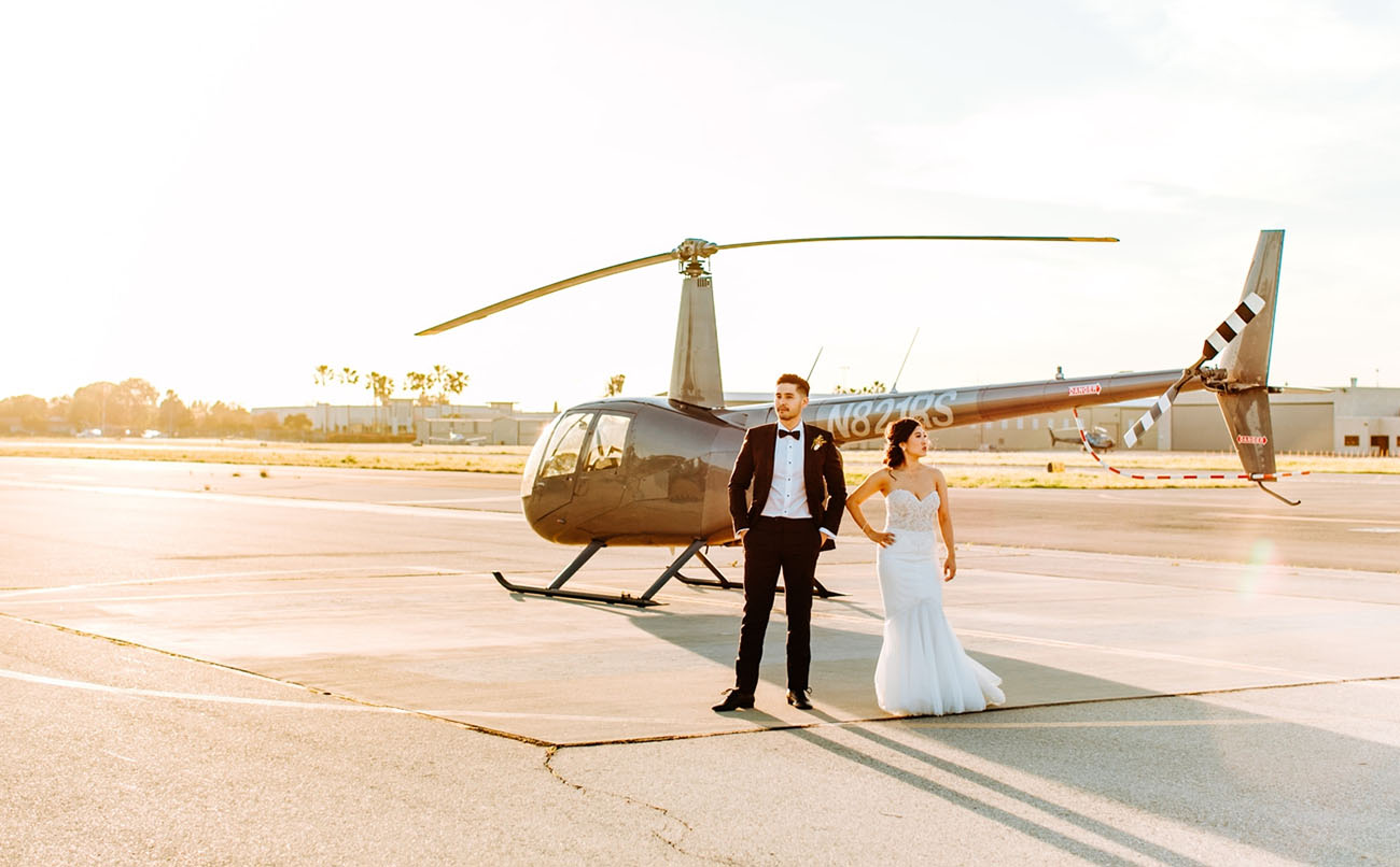 This couple went for a super chic and elegant modern wedding in black and mauve