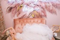 23 a wedding lounge with a pink sofa and a gorgeous decoration with pink pampas grass and a neon sign