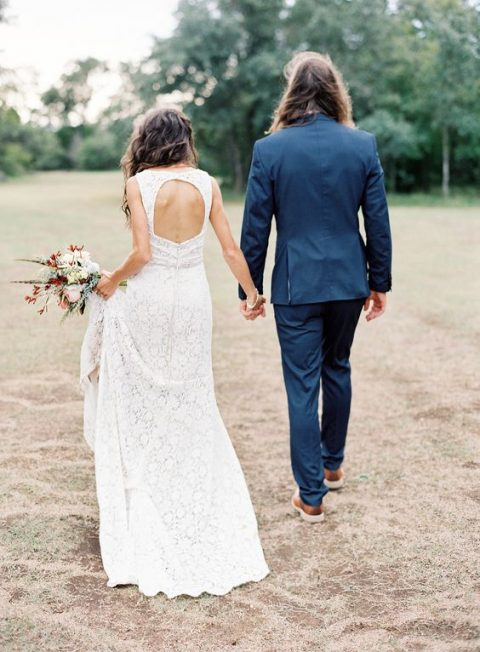 a boho lace sleeveless wedding dress with a keyhole back looks very chic and feminine, it's a timeless idea