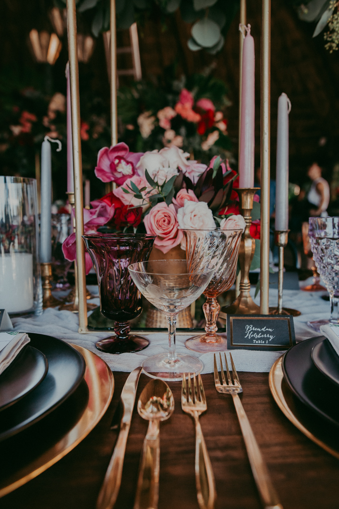 wedding table decor with golden touches